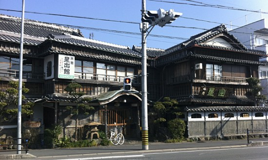 Traditional-guesthouse-in-Ise---it-looks-even-more-Ghibli-on-the-inside