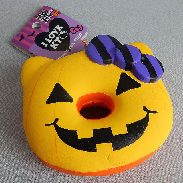 Hello Kitty halloween squishy
