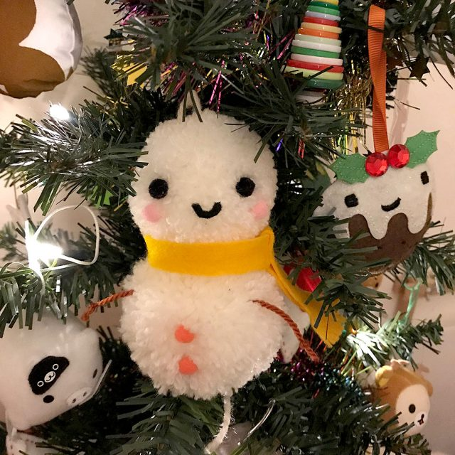 Christmas crafts - pom pom snowman